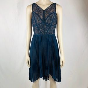 Max and Cleo Pleated Sleeveless Formal Dress Sz XS